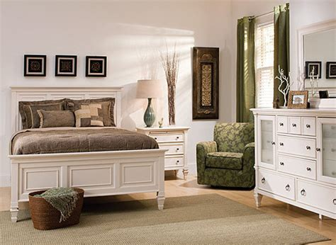 somerset  pc queen bedroom set alabaster raymour flanigan