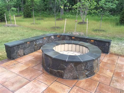 Pits Patio by Pits American Exteriors Masonry