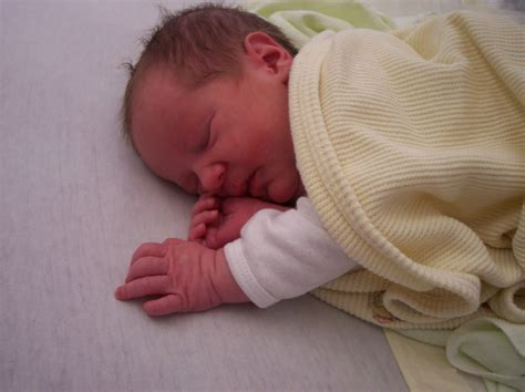 Helping Baby Sleep In Crib by How To Help Your Baby Sleep In The Crib Home Improvement
