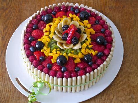 Decoration De La Genoise by G 226 Teau D Anniversaire Aux Fruits Cuisine Sucr 233 E