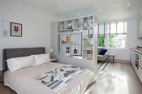 schlafzimmer blueprints moderne ideen zur optischen trennung durch regal