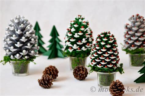 Weihnachtsdeko Fensterbank Basteln by Diy Weihnachtsdeko Basteln Mit Tannenzapfen