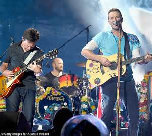 michael j fox coldplay michael j fox joins coldplay on new jersey stage to