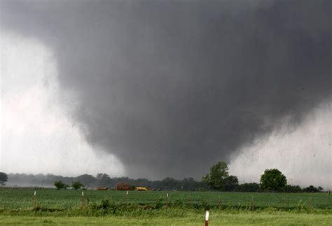 Topi Trucker Goin Where The Wind Blows F6 Peking Kardus tornadoes wreak havoc in us photos the big picture boston