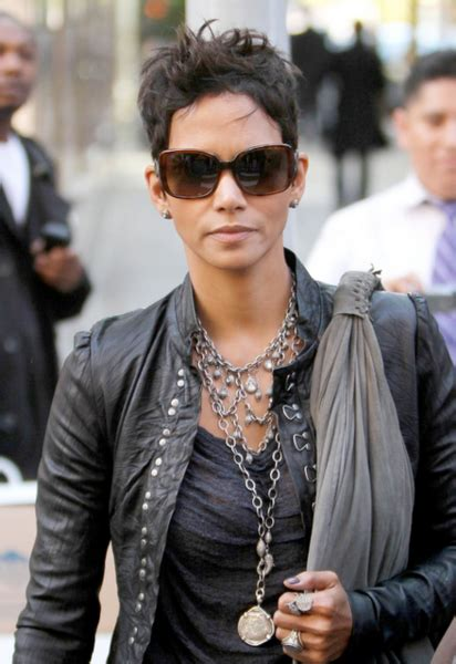 haircuts downtown wilmington halle berry u0027s changing looks instyle com 34 cute