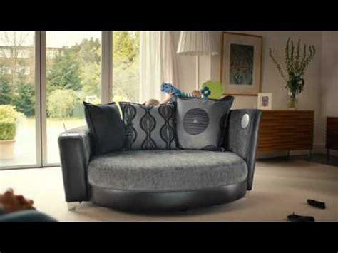 geek sofa el sof 225 mas geek trophy cuddler audio sofa youtube
