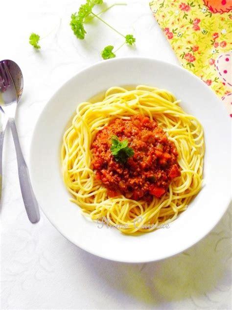 une plume dans la cuisine sauce bolognaise pour spaghettis une plume dans la cuisine