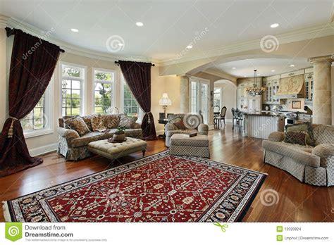 Upscale Dining Room Sets salone con due colonne immagini stock immagine 13320824