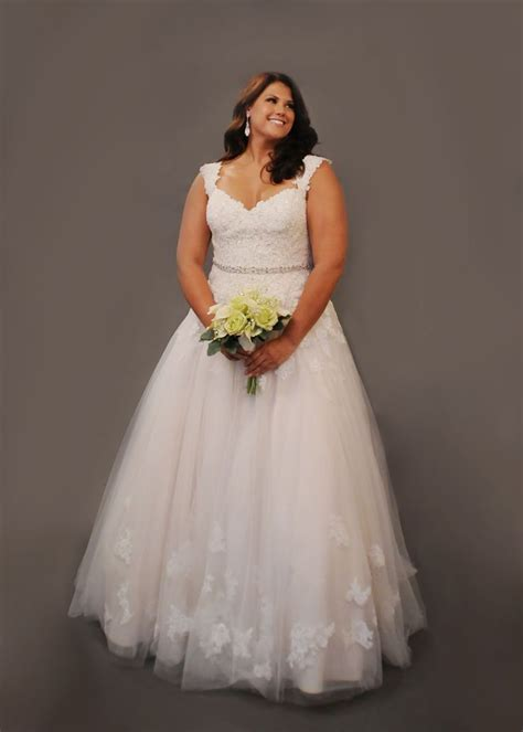 Best 25  Curvy wedding dresses ideas on Pinterest