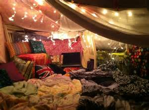 bedroom fort se divertir simplement les cabanes en couvertures