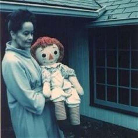 lorraine warren y annabelle doll 1000 images about horror tales on serial