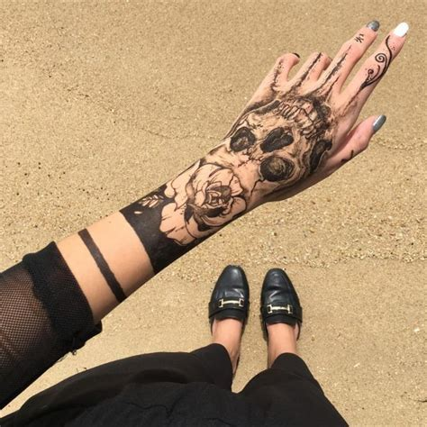 singapore henna artist creates stunning temporary tattoos