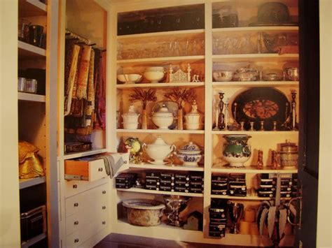 China Storage: Wishing for a Butler?s Pantry