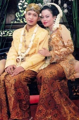 Baju Adat Jawa Tengah 1000 images about fashion on clothing kebaya and flora