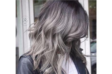 farbe za kosu za ombre ideja za jesenju promenu ombre siva boja kose ženski