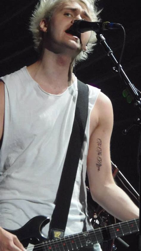 michael clifford tattoo michael clifford to the moon 5 seconds of