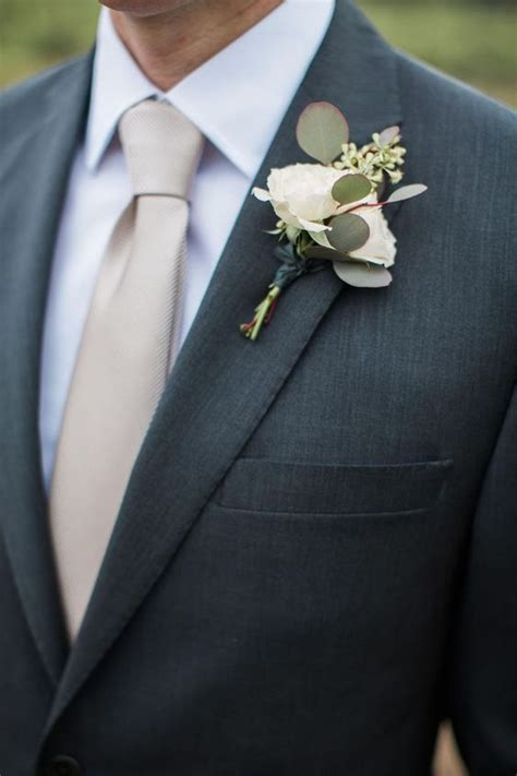 Groom's Tie: How to Choose the Right Color and Style for
