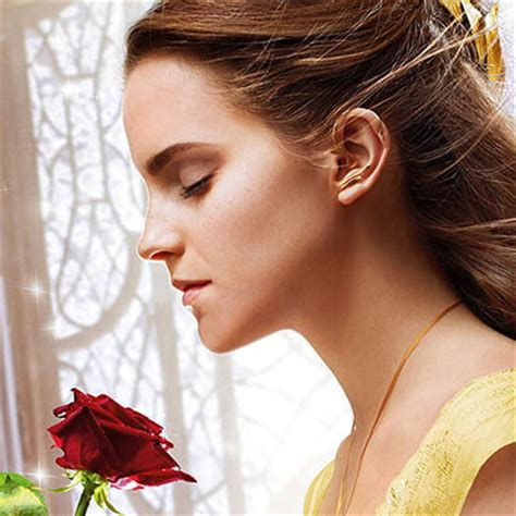 emma watson pinky ring emma watson s dreamy jewelry in beauty and the beast