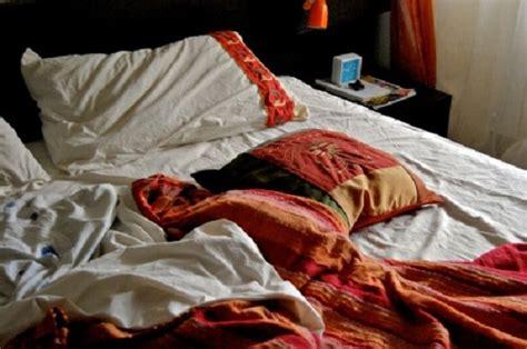 non rifacciamo un letto ormai disfatto lasciare il letto disfatto fa bene alla salute