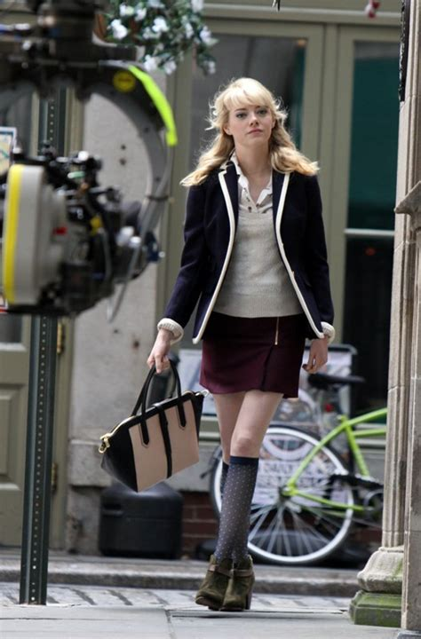 emma stone clothes emma stone wears a great blazer as gwen stacy in spider