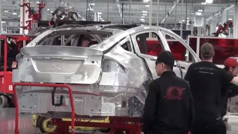 Tesla Assembly Here S What The Tesla Model X Assembly Line Looks Like
