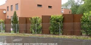 sichtschutz w 228 nde aus corten stahl paneelen architektur