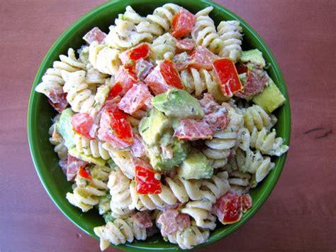 recipe for creamy bacon tomato and avocado pasta salad susi s kochen und backen adventures creamy bacon tomato