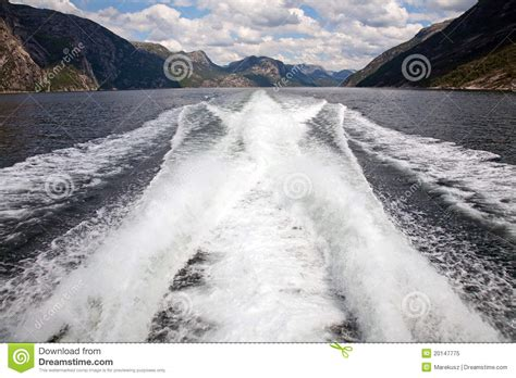 speed boat wake speed boat wake royalty free stock photo image 20147775