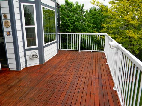 refinished deck stained  ready seal mahogany