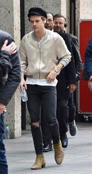Harry Styles Wardrobe by Harry Styles 2017 Fashion One Direction To Album Style Footwear News