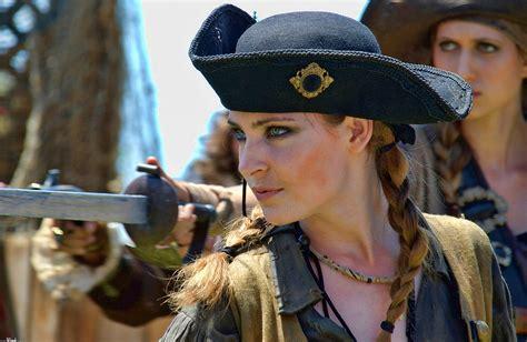 imagenes mujeres piratas pirate wallpaper and background image 1280x833 id 181634