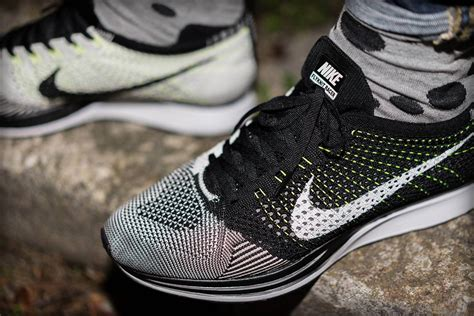 Sepatu Nike Flyknit Racer All White nike flyknit racer unisex black white the sole supplier