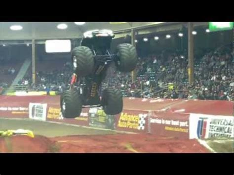 monster truck show albuquerque monster jam 11 12 11 albuquerque nm youtube