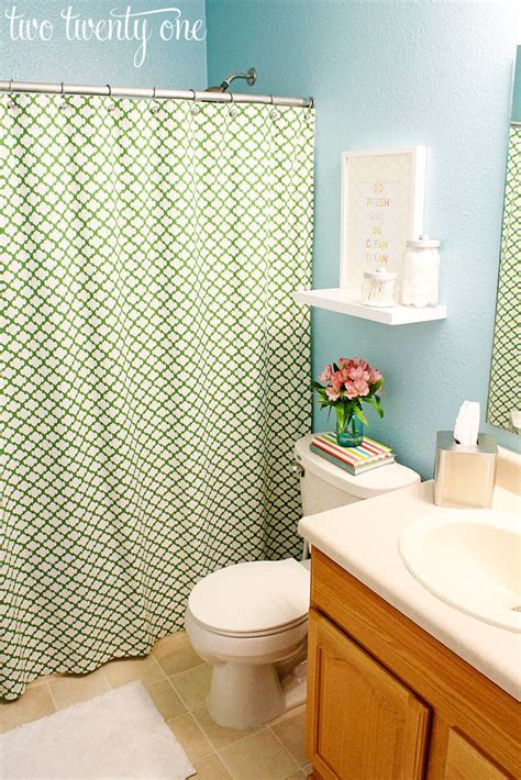 Guest Bathroom Reveal and Makeover {DIY}