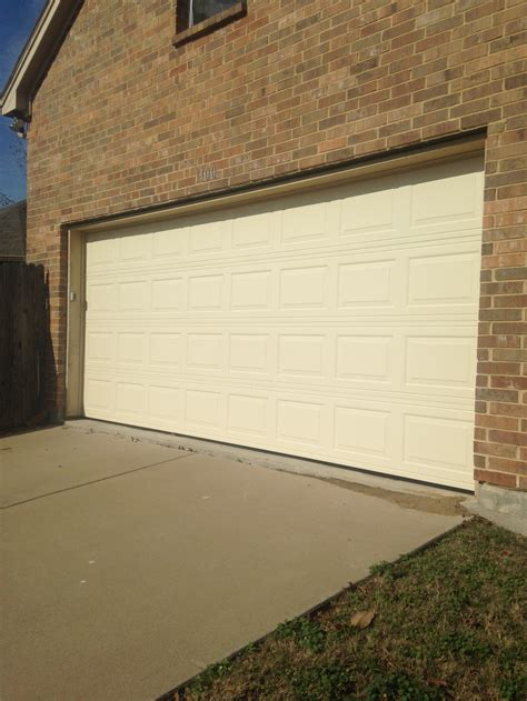 Mid American Garage Doors Regal Series Raised Panel Dallas Garage Doors Repairs Installations 972 242 4106