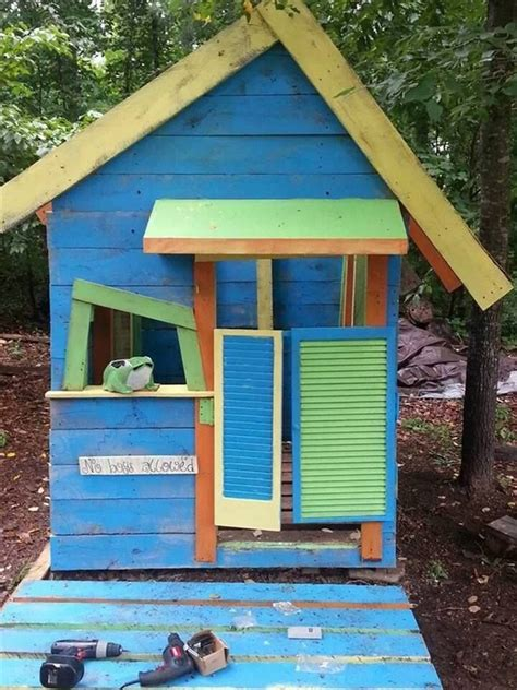 Pallet Play House by Wood Pallet Playhouses For Pallet Wood Projects