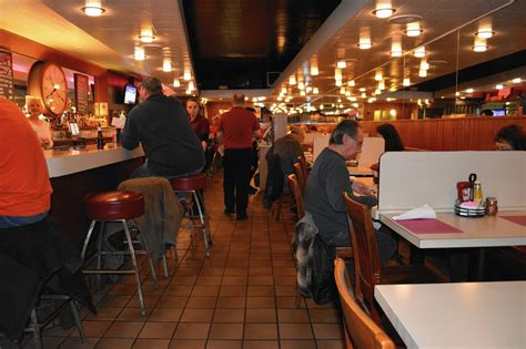 louie s louie s restaurant offers craft beers famous meat sauce