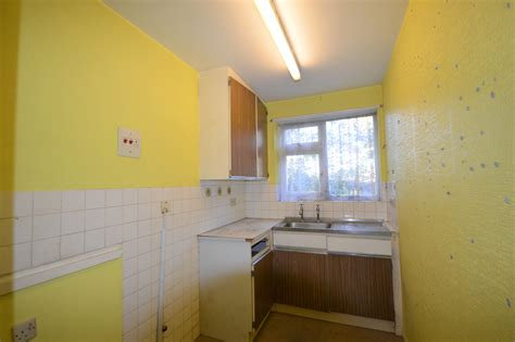 2 bedroom flat london buy 2 bedroom flat for sale in lovelace road surbiton kt6 london
