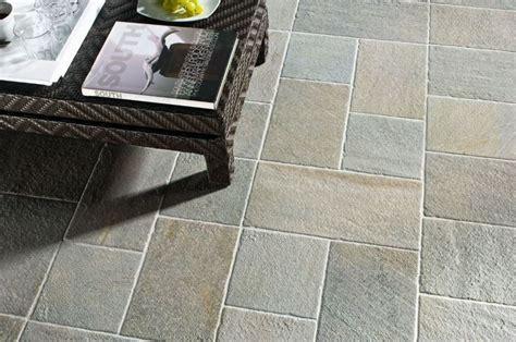 pavimenti antiscivolo per esterni come scegliere le piastrelle antiscivolo per esterno