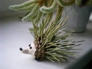 Nature inspired fall decorating ideas hedgehog pinecone tree needles
