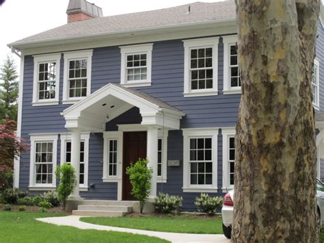 colonial style windows these 15 colonial style homes will have you feeling warm