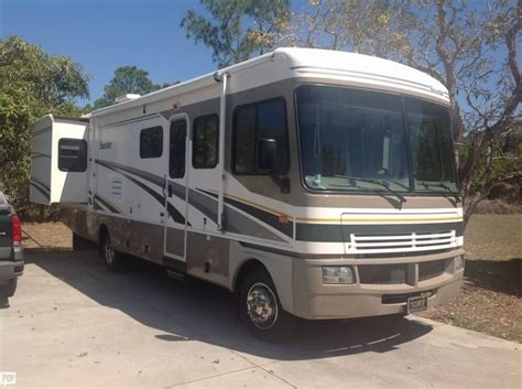 Low Height Bed Class A 2004 Fleetwood Bounder Camper Rv For Sale