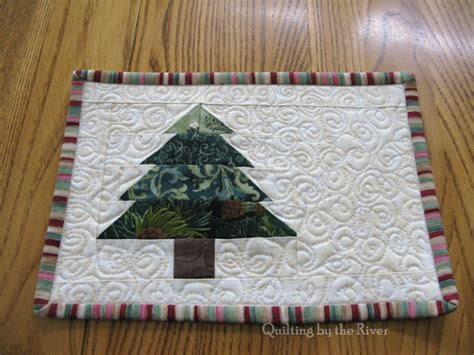 christmas tree mug rug pattern freemotion by the river christmas tree mug rug tutorial
