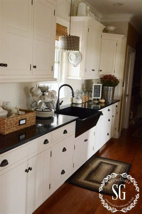 Black Sink White Countertop by 25 Best Ideas About Black Sink On Kitchen