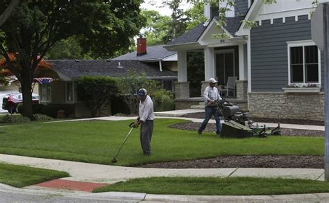 Landscaper Hours Suburban Summer Debate When Is Lawn Mowing Ok