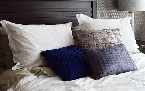 smacchiare materasso come lavare e smacchiare i cuscini con metodi naturali