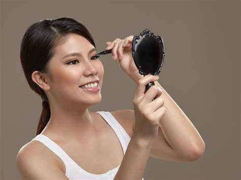 Eye Liner Untuk Pemula cara menggunakan eyeliner yang benar bagi pemula