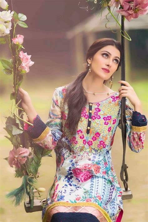 Recent Wedding Pictures by Ayeza Khan On Recent Wedding Event Picture In Dress
