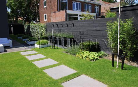 strakke tuin plantenbakken onderhoudsvriendelijke tuin aan het water nieuwbouw tuin