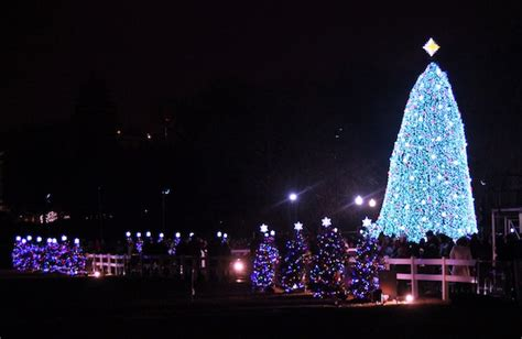 best holiday light show christmas light displays you won t want to miss